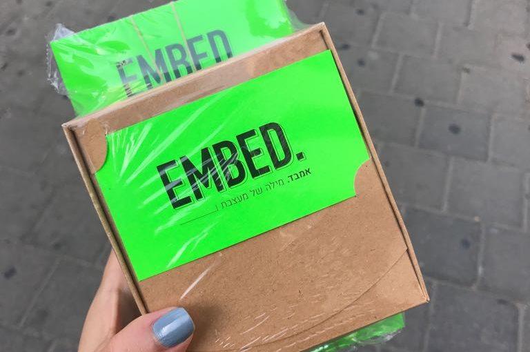 כך הצלחתי להפיק 800 כרטיסי ביקור בצבע ירוק ניאון