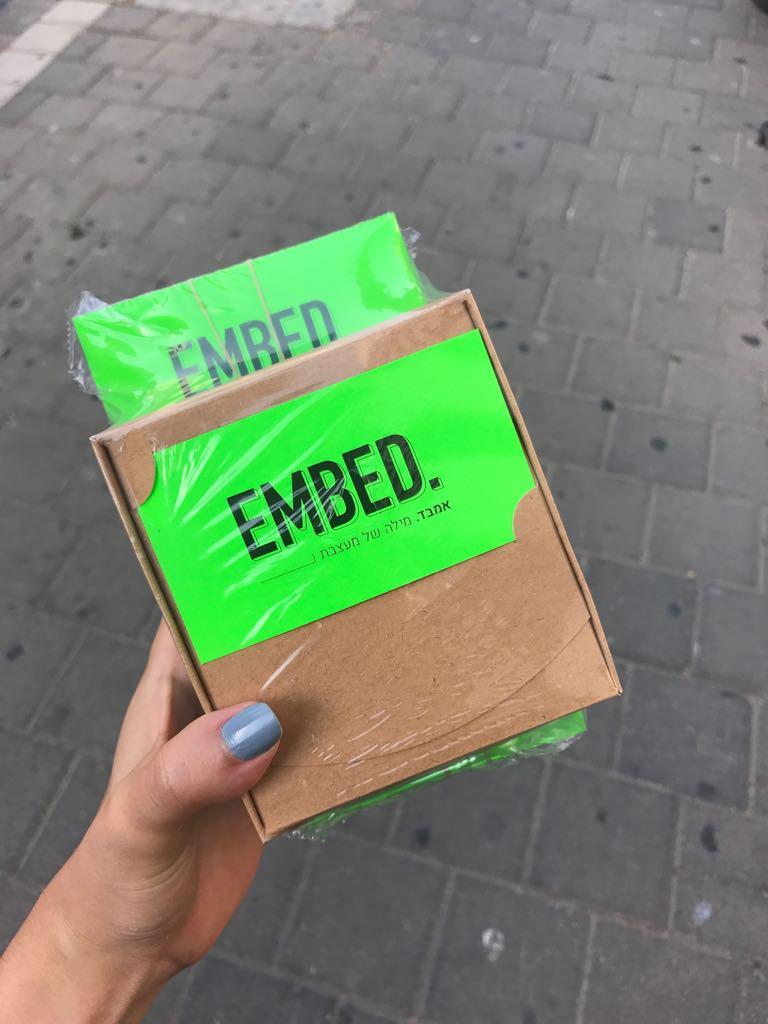 הכרטיסים של אמבד, כך הדפסתי כרטיסי ביקור בצבע ניאון ירוק // אמבד אורפז ימין